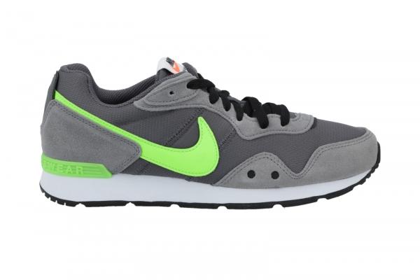 Nike Venture Runner in Schnürer