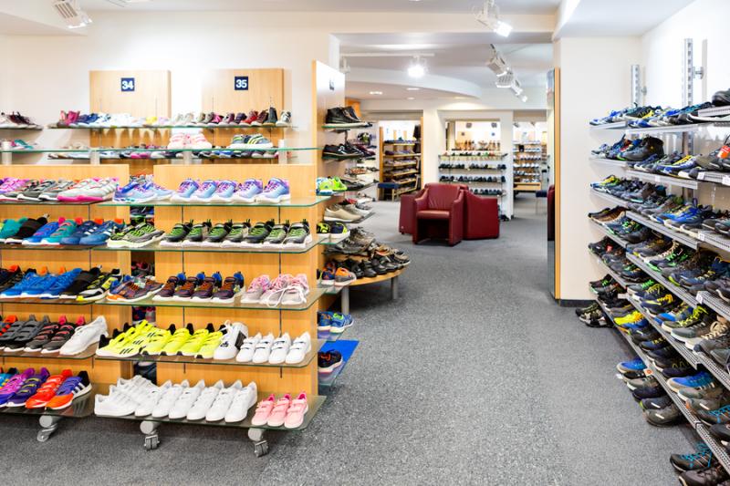Ladeninnenraum Schuh Sommer - Jugendschuhe