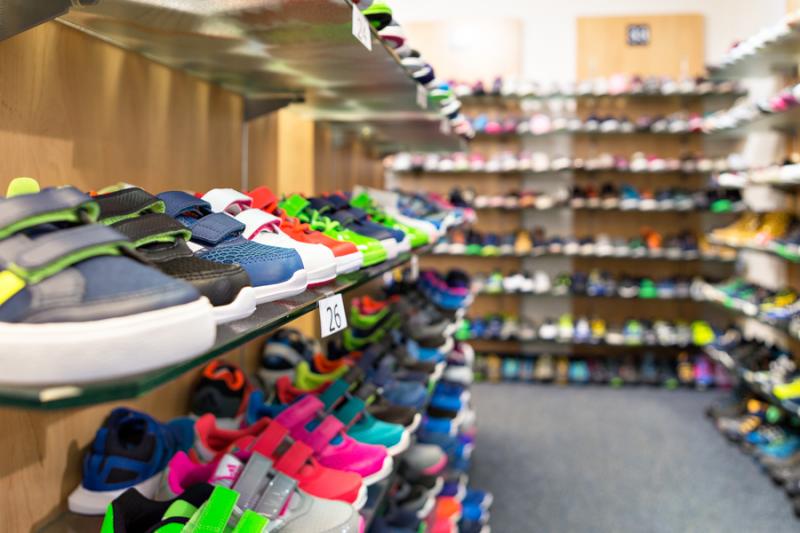 Ladeninnenraum Schuh Sommer - Kinderabteilung