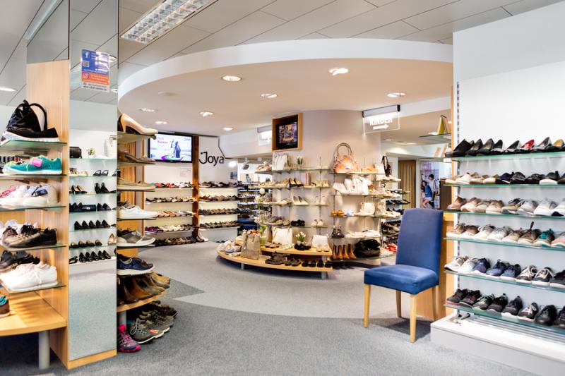 Ladeninneraum Schuh Sommer - Damenabteilung