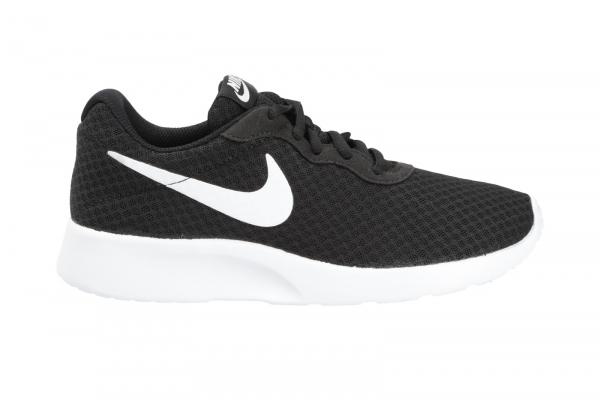 Nike Tanjun in Schnürer