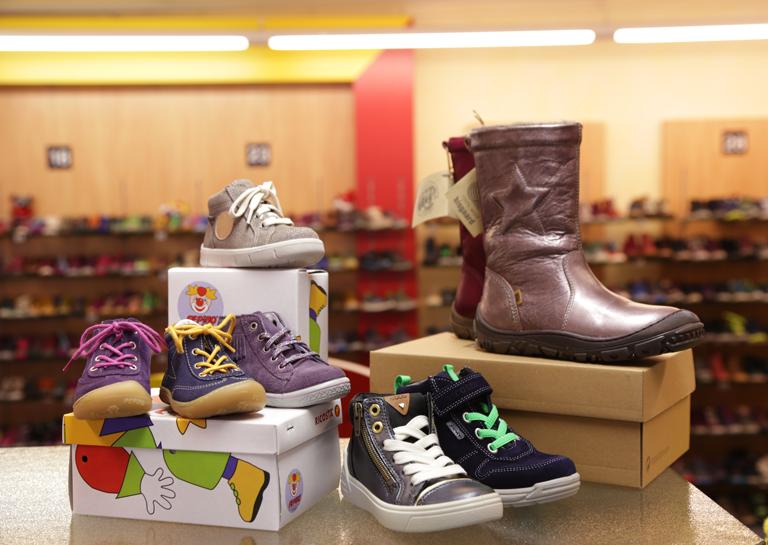 Ladeninnenraum Schuh Sommer - Große Auswahl Kinderschuhe