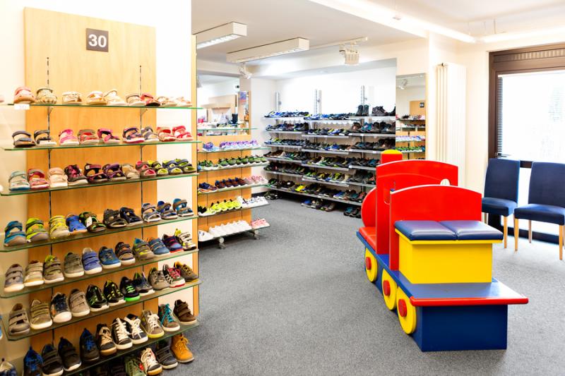 Ladeninnenraum Schuh Sommer - Kinderschuhe