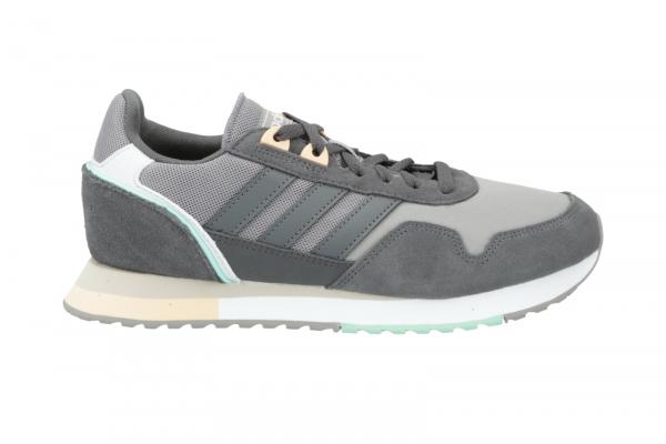 Adidas 8K 2020 in Schnürer